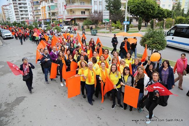 Kadınlar, Mezitli'de  Şiddete Karşı Yürüdü