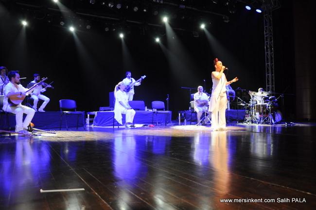 Kardeş Türküler 25. Yılını Mersin Konserinde Kutladı