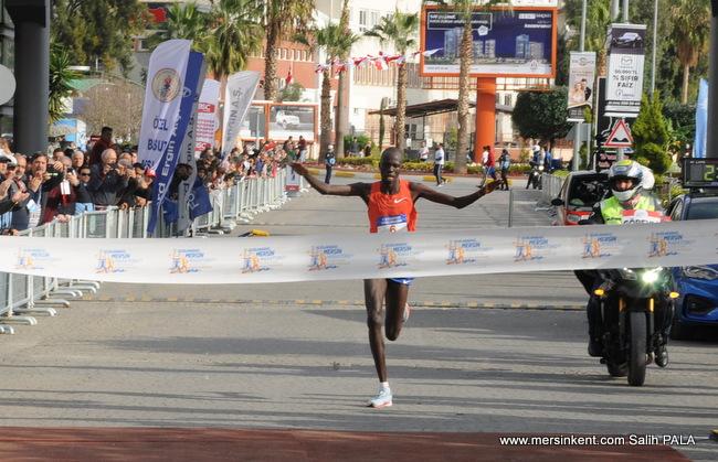 Mersin Maratonu'nda Kenyalı Atlet Kenneth Kiplagat Lim Rekorla Şampiyon