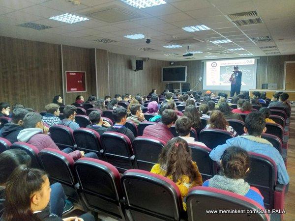 Mersin Siber Polisinden Öğrencilere Güvenli İnternet Erişimi Eğitimi