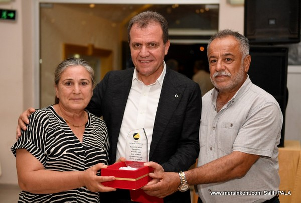 Ali İsmail Korkmaz'ın Ailesine Seçer'den Plaket