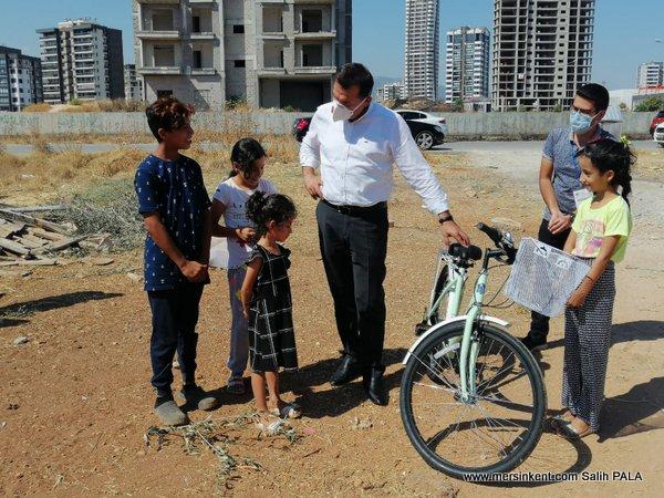 Başkan Özyiğit, Esmanur'a Verdiği Bisiklet Sözünü Tuttu