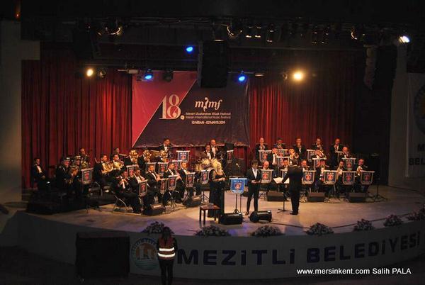 Deniz Kuvvetleri Komutanlığı Yıldızlar Hafif Müzik ve Caz Orkestrası Konseri Büyüledi