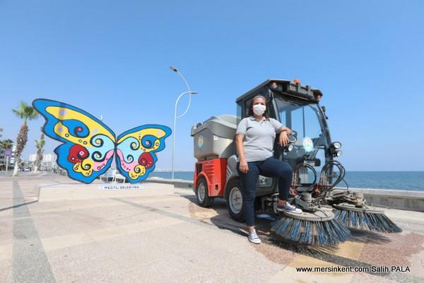 Kadınlar, Mezitli Sokaklarını Temizleniyor