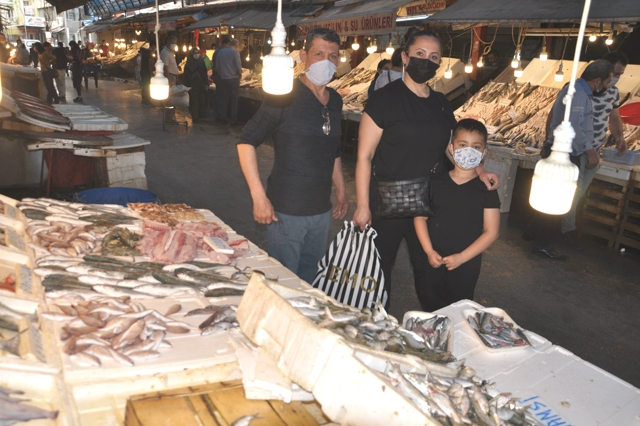 Mersin Balıkçılar Çarşısı Açık