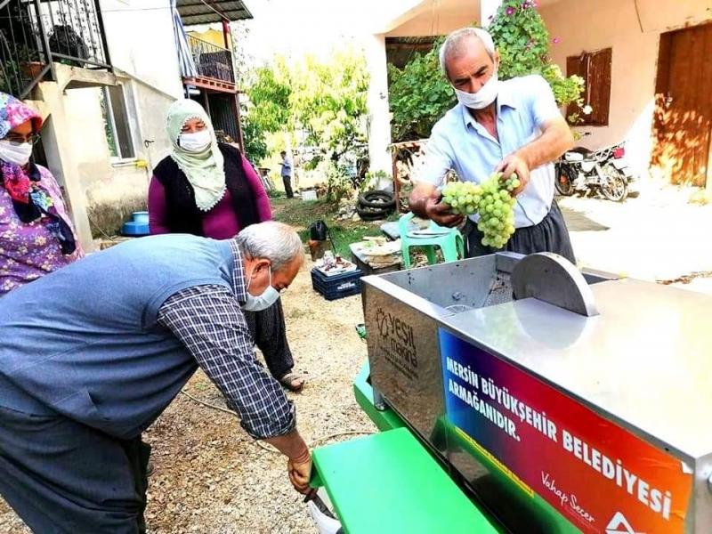 Mersin Büyükşehir'den Üreticilere Üzüm Sıkma Makinası Desteği
