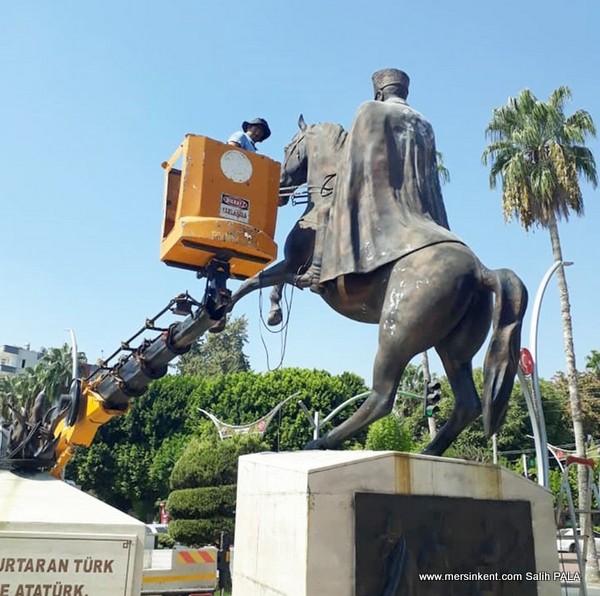 MERSİN'DE  ATATÜRK HEYKELLERİ BAKIMA ALINDI