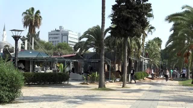 Mersin'de İmara Aykırı Kafe Yıkıldı