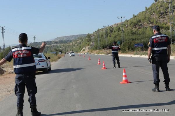 Mersin'de Jandarma Kontrollerinde Aranan 296 Kişi Yakalandı