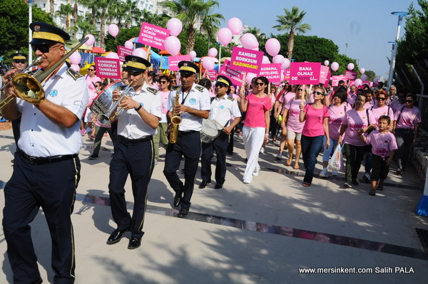 Mersin'de Kadınlar  Meme Kanseri Farkındalık Yürüyüşü Düzenledi.