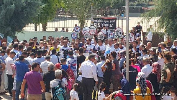 Mersin'de Öğretmene Yapılan Saldırıya Büyük Tepki