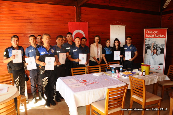 Mersin'de Polislerden Lösemi Hastası Çocuklara Kök Hücre İçin Kan Bağışı