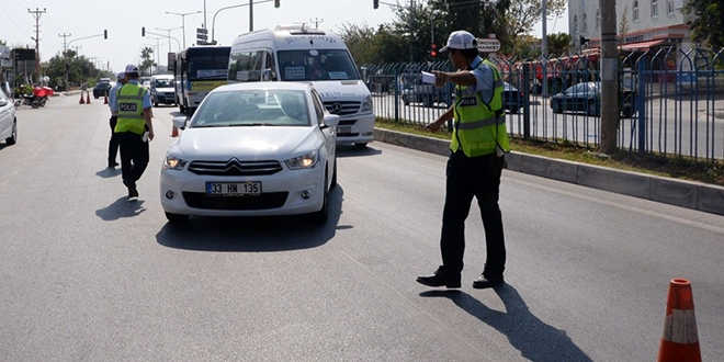 Mersin'de Trafik Denetimi;Kırmızı Işık İhlalinden Sürücülere  235.940 TL Ceza Yazıldı