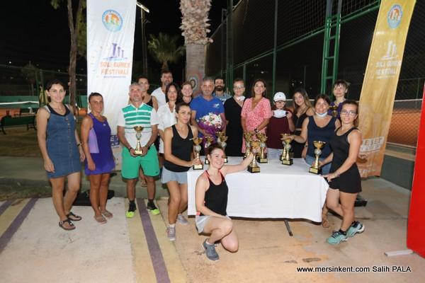 Mezitli'de Hafta Sonu Tenis Turnuvası Yapıldı.