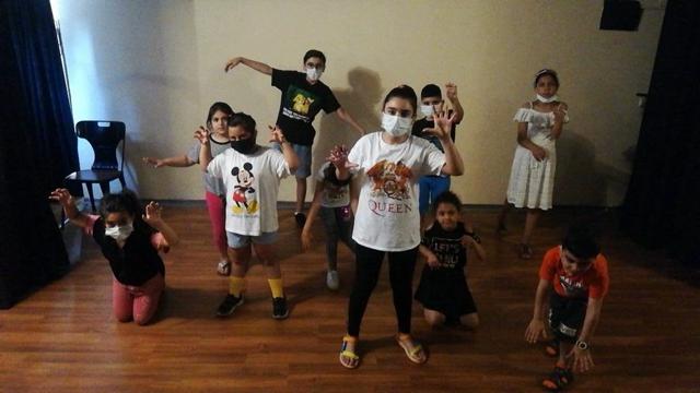 Mezitli'nin Mutlu Çocukları, Tiyatro Kurdu