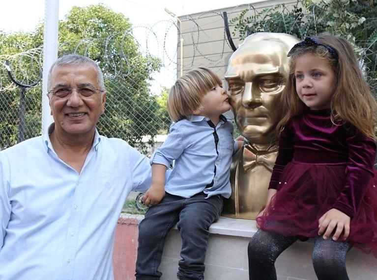 Mezitli'ye anlamlı günde Atatürk büstü dikildi