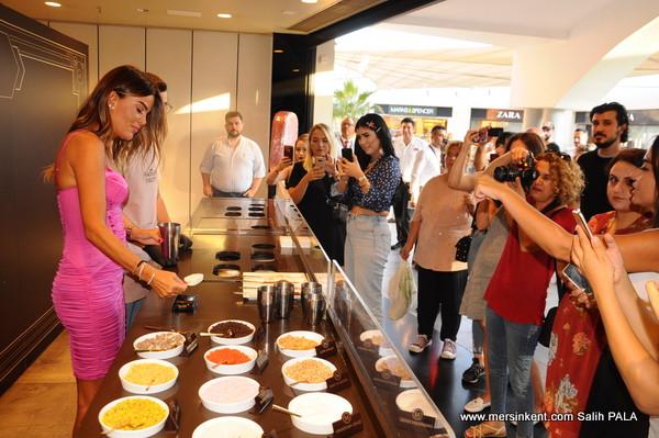 Özlem Yıldız, Mersin Forum'da Dondurma Tasarımları Yaptı