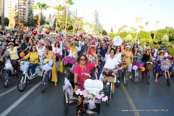 Süslü Kadınlar Bisiklet Turuna Kadınlardan Büyük İlgi