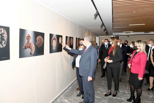 Vali Su, Geçmişten Günümüze Kadın Portreleri Sergisi'ni Ziyaret Etti