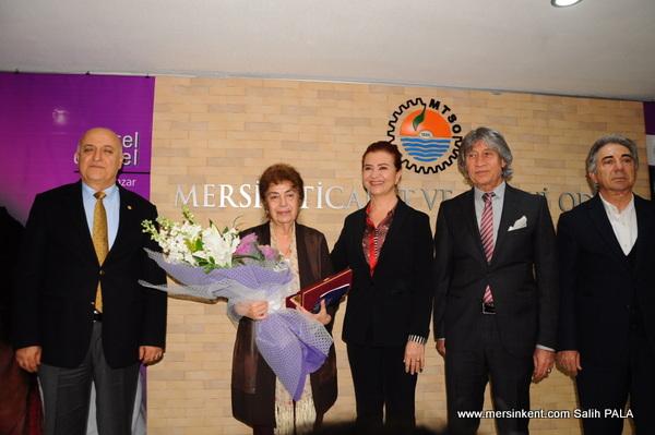Nursel Duruel,Mersin Kenti Edebiyat Ödülünü Aldı