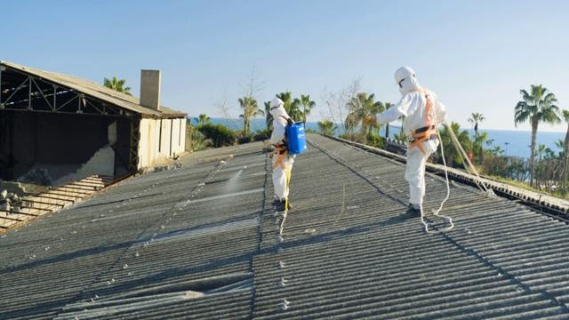 Yenişehir'de Asbestli Binalarda Söküm Çalışmalarına Başlandı