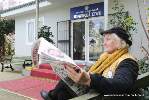 Emeklilere Mezitli'de Çay Ücretsiz